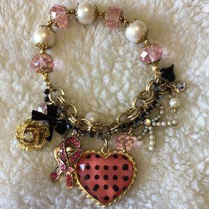Betsey Johnson stretch heart bracelet